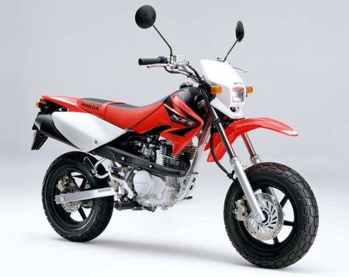 Honda XR100モタードの広報写真