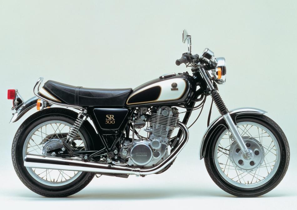 ヤマハSR500。