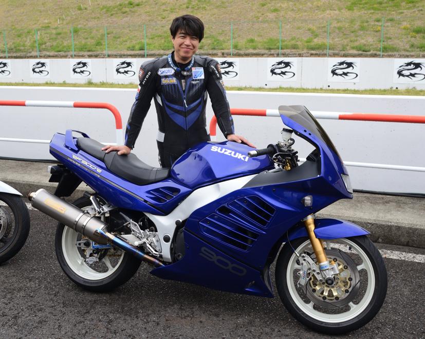 寄瀬さんRF900R