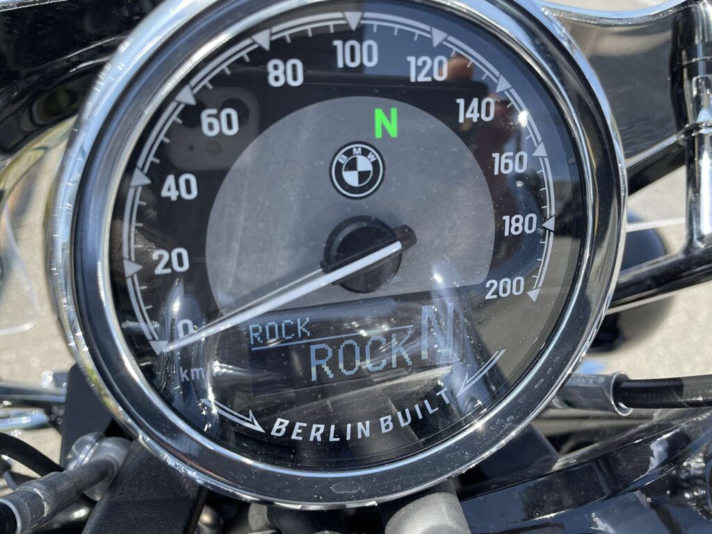 BMW R18のメーター