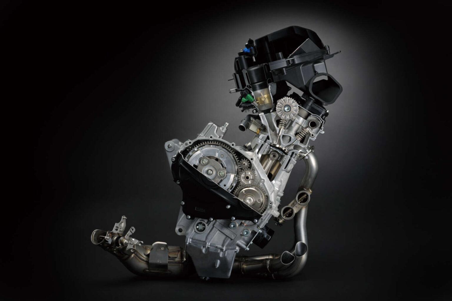 GSX-R1000Rエンジンカット写真